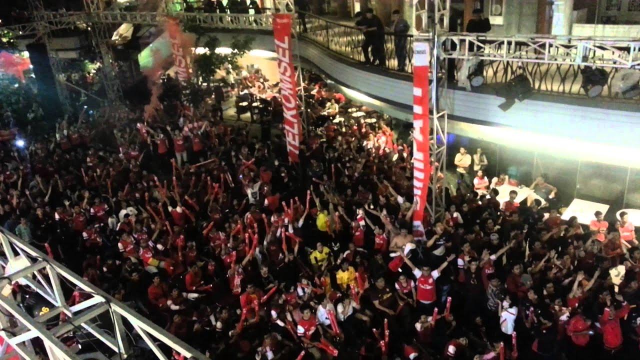 Arsenal Indonesia Supporters (AIS) Chants at Nobar Arsenal