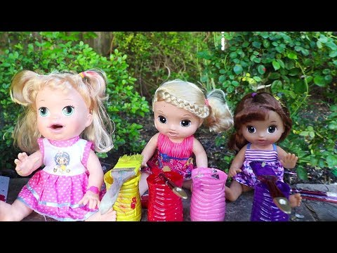 Baby Alive Sara Paints a House with Babies Emma and Kate ! Toys and Dolls Fun Baby Doll Play