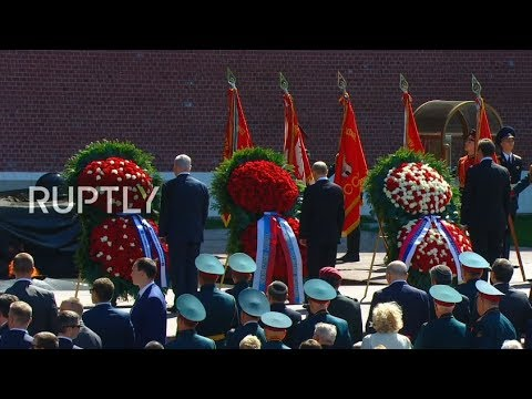LIVE: Wreath-laying ceremony takes place at Moscow's Tomb of Unknown Soldier