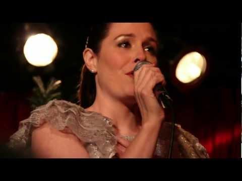 Oscar Host Seth MacFarlane's Sister, Rachael sings too!