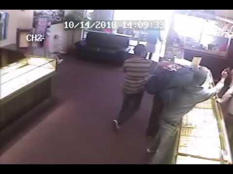 Suspects wanted for jewelry store robbery in Phoenix