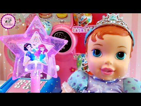 ☆Bebé ARIEL hace MAGIA en la Pastelería de PEPPA PIG y aparecen HUEVOS KINDER SORPRESA☆