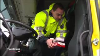 Polizei Zoll Röntgenanlage Kontrollen am Frankfurter Flugha