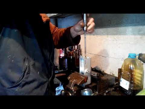 Как залить масло в доводчик
