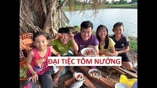 Khương Dừa bắt xe ôm đi ăn đại tiệc tôm nướng bị té xe rách cái quần!!!