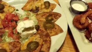 США. Ресторан с мексиканской едой вечерoм, и  кафе с американской едой утром.