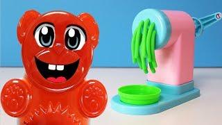 Lucky Bär und seine Spaghetti Play Doh Maschine