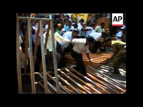 Protesters resume blockade of UN compound