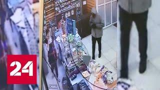 Застенчивый грабитель наткнулся на бесстрашную продавщицу в Челябинске - Россия 24
