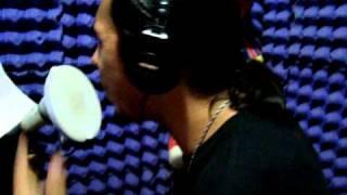 Clow grabando en el estudio de 2HK