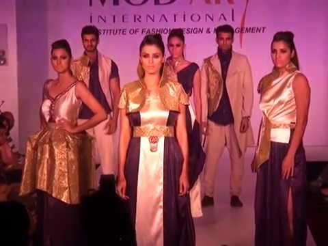 A La Mode 2014 - Fashion Show