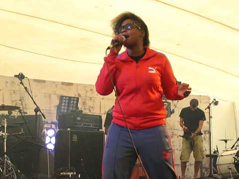 Speech Debelle live @ Bestival jocking and Spinnin' mp3