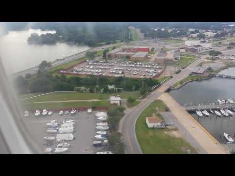 Plane landing @ Norfolk airport Virginia full