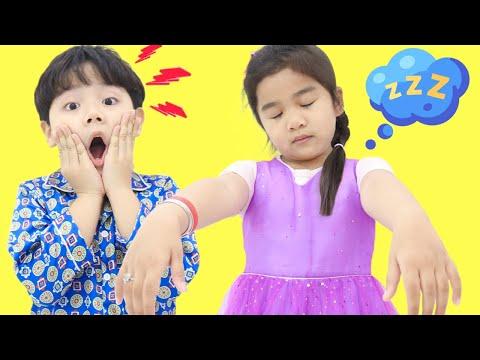 Suri and Sammy Pretend Play Sleepwalking Funny Kids Story