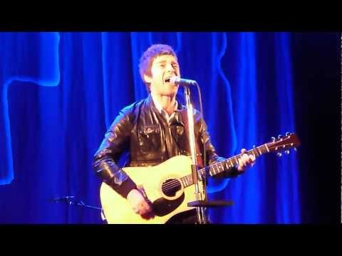 Noel Gallagher's High Flying Birds - Half The World Away (Hultsfred Festival, 2012)