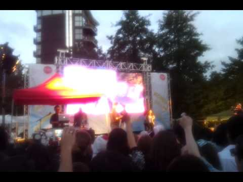 Kpop night at the Thames Festival 2011 - I am the best(2NE1)