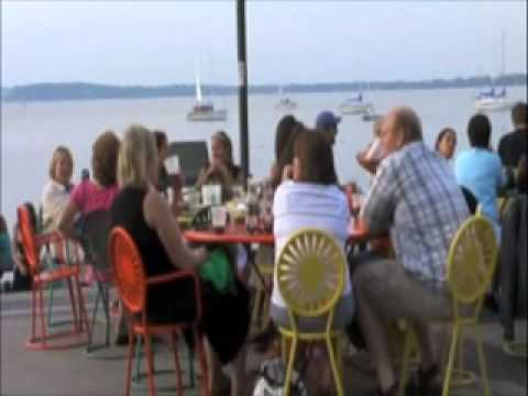 Memorial Union Terrace featuring Locksley