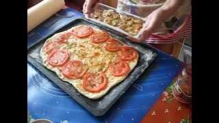 Видео рецепт. Домашняя пицца с морепродуктами.(Этой самой простой и всегда удачной пиццей вы сможете радовать свою семью хоть каждый день, потому что ее..., 2014-05-14T16:43:35.000Z)