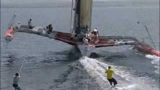 Kitesurfen achter de 60 voets trimaran van Yvan Bourgnon (2006)