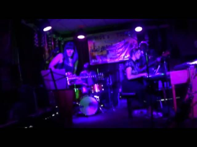 La Niña - Soft Ledges (live 9/18/15)