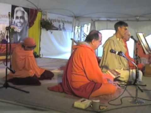 SYVC # 102 Srinivasan talks about Swami Vishnu & Swami  Padma chants.
