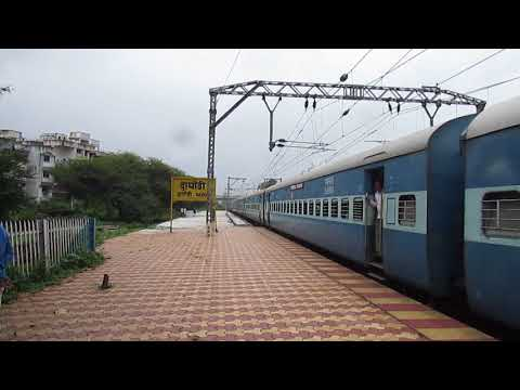 11302 UDYAN Express at Dapodi, Pune, Maharashtra!