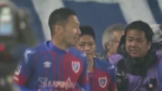 ゴール前で味方選手からのリターンパスを受けた大久保 嘉人(FC東京)が...