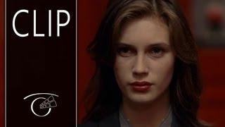 Repeat youtube video Joven y bonita - Clip 1 VOSE