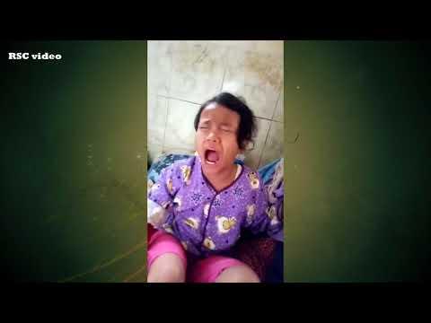 anak kecil lucu marahin pak haji,saat betulin tangannya yang terkilir ( bahasa sunda )