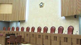 앗 실수!…판결문에 판사서명 빠트려 다시 재판