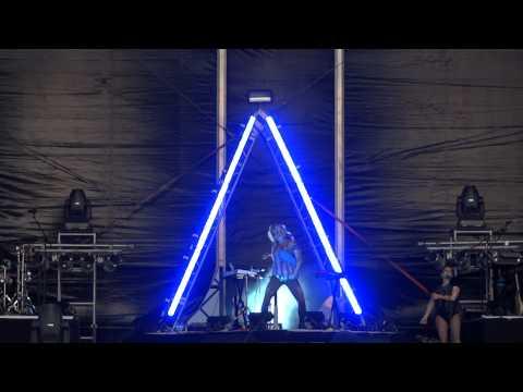 Ke$ha - Sleazy - HD (LIVE in Budapest)