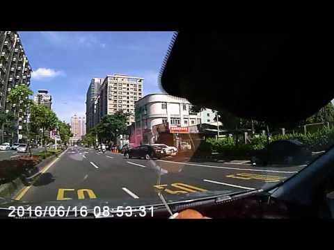 三寶變換車道未打方向燈及闖紅燈(已檢舉)