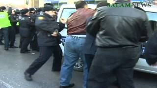 В Баку прошел митинг против запрета на хиджаб(http://salamnews.org/ru/news/read/22230/ppoliciya-jestoko-izbila-veruyushih-protestuyushih/, 2010-12-10T11:48:18.000Z)