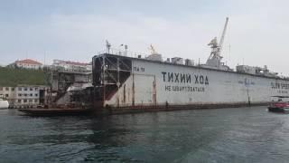 Экскурсия по бухтам Севастополя, Крым, Россия. Морская экскурсия. Военные корабли.