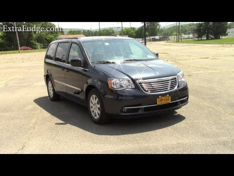 2013 Chrysler Town and Country Review