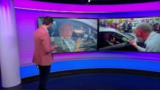 جزائريون يخضعون رئيس الحزب الحاكم السابق جمال ولد عباس للمساءلة في الشارع