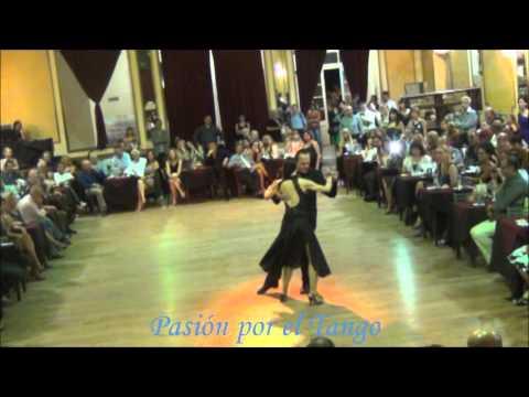 LORENA ERMOCIDA y PANCHO MARTINEZ PEY Bailando el Tango TORMENTA en YIRA YIRA MILONGA