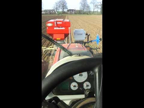 Combi drilling and applying fert. Sugar beet. Ez s
