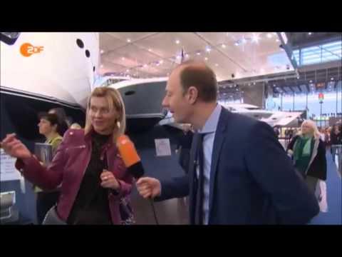 Heute-Show: Martin Sonneborn auf einer Yachtmesse