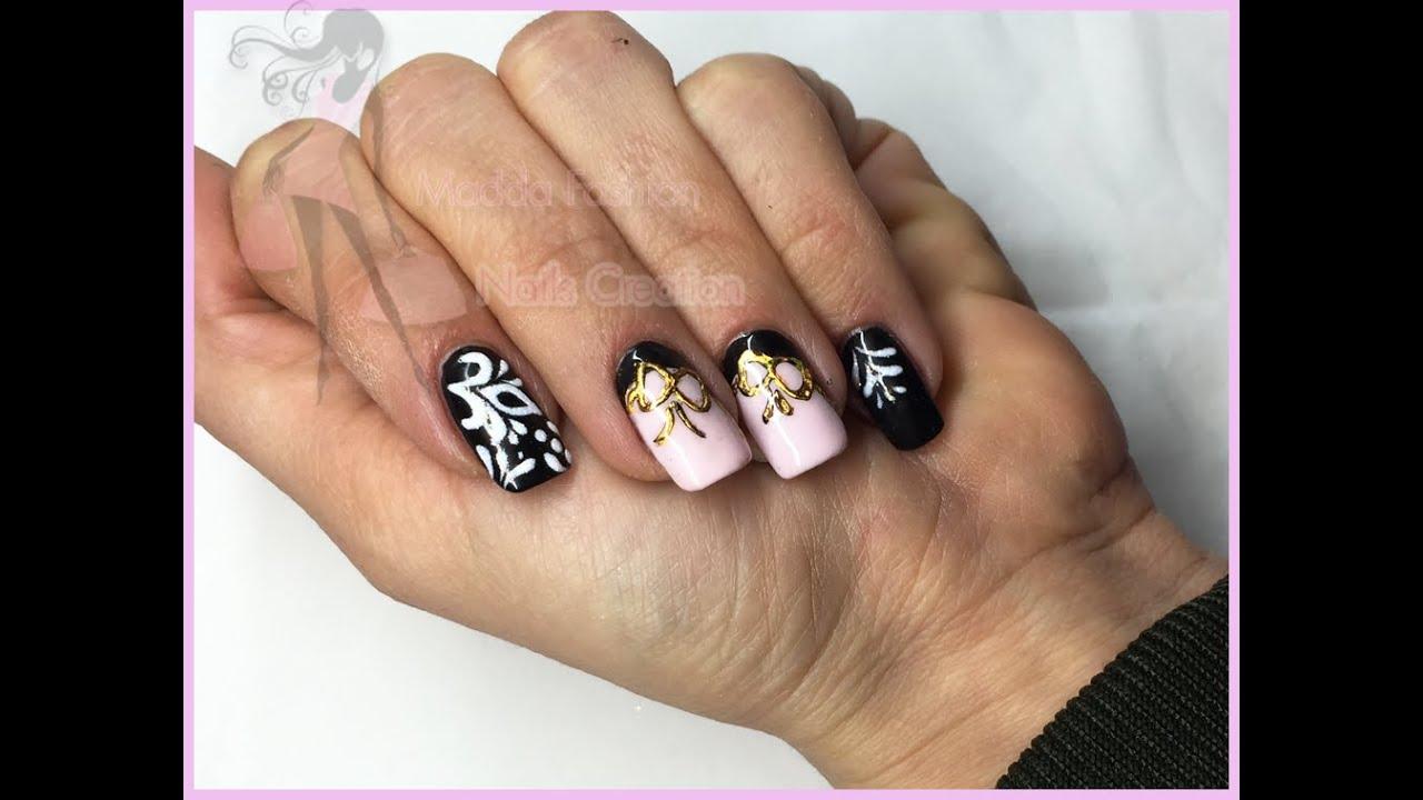 Nail Art , monocolore nero e rosa con effetto zucchero e foil fiocco oro