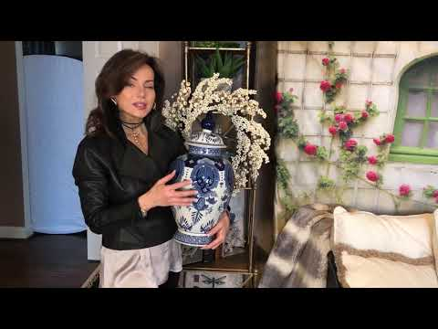 2 Chinese Porcelain Blue & White Mini Ginger Jars cs1014 from YouTube · Duration:  38 seconds