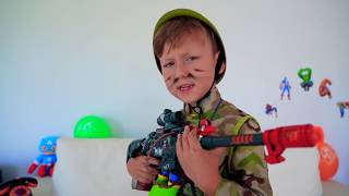 سينيا يقود دبابة ويريد أن يكون عسكريًا