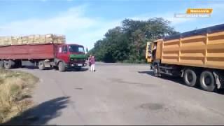 Разбитые вдребезги дороги. На Николаевщине люди борются с грузовиками