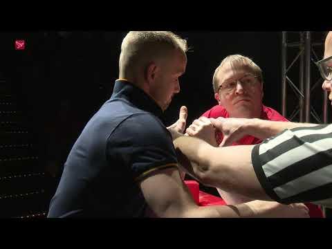 Spieren Op Spanning Tijdens Armworsteltoernooi