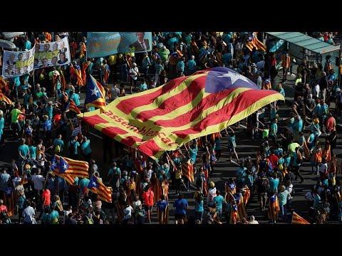 شاهد: الكتالونيون يتظاهرون للمطالبة باستقلال إقليمهم يوم العيد الوطني القومي -ديادا-…  - 20:54-2019 / 9 / 11