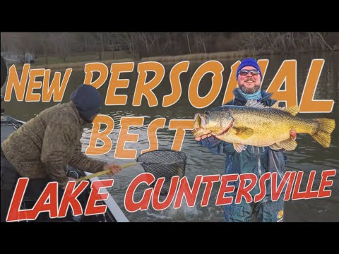Lake Guntersville G-G-GIANT!  8lb Bass!!!