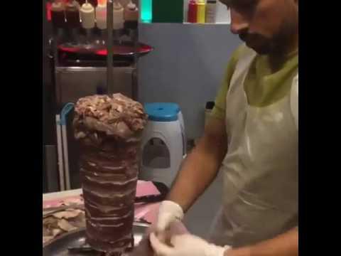 Как одевать мясо на шампур для шаурмы видео