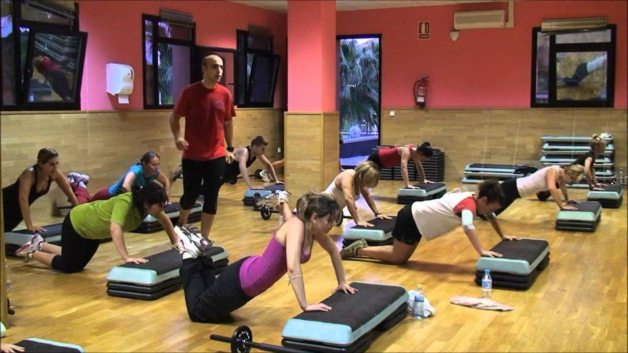 Clases de extreme fit en piscina climatizada gimnasio for Piscina municipal camilo cano