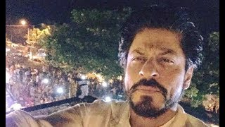 Shahrukh Khan's Crazy Fans Outside Mannat To Celebrate his Birthday