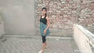 Tu Cheez Badi hai mast Local girl dance